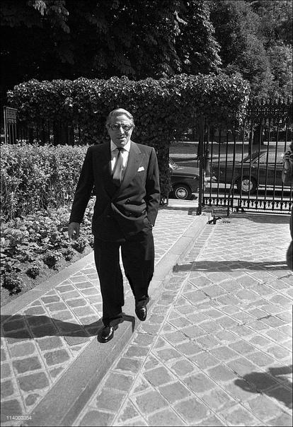 Онассис Аристотель. Часть 2. 5 июня 1968 г. случилась очередная трагедия, поразившая клан Кеннеди. Роберта смертельно ранили в отеле «Амбассадор» в Лос-Анджелесе. Жаклин была в ужасе. «Я