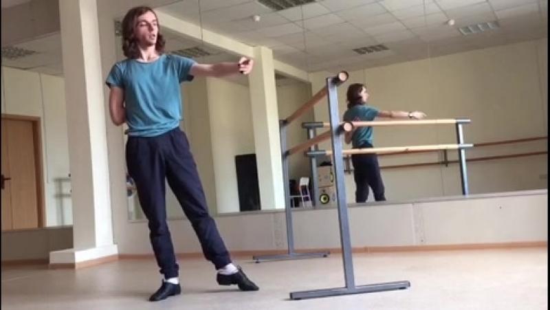 Фрагмент видео о постановке рук в балете