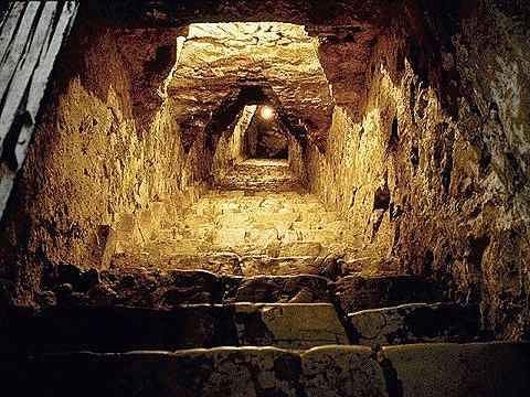 Подземные храмы атлантов в Перу Почти в любой стране вам могут рассказать об обширных подземельях, существующих в том или ином ее районе, и о загадочных случаях, произошедших с теми, кто пытался