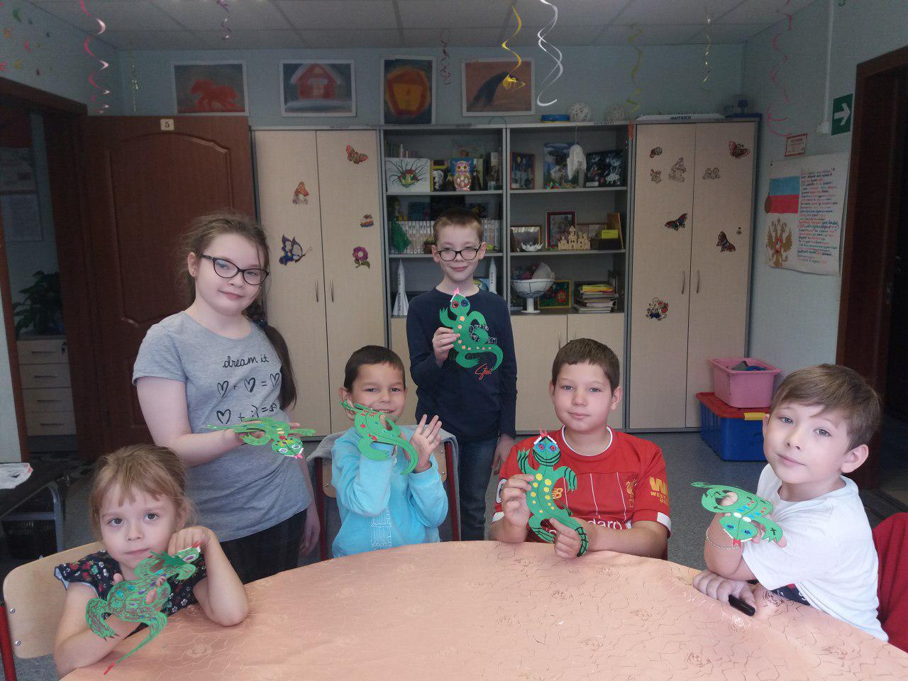 Дети из Некрасовки узнали о травоядных и хищниках и смастерили ящериц