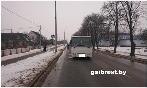 Водитель на автобусе «Радзiмiч» совершил наезд на  14-летнюю девочку в Жабинке