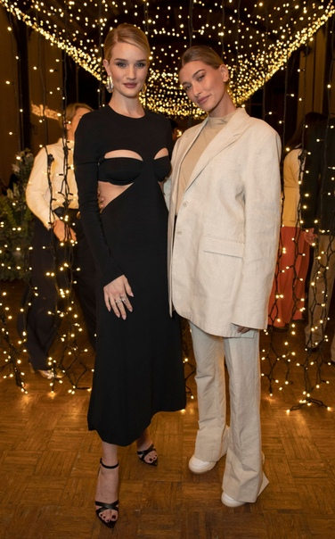 Актеры на съемках фильма «Аббатство Даунтон» Рози Хантингтон-Уайтли и Хейли Болдуин