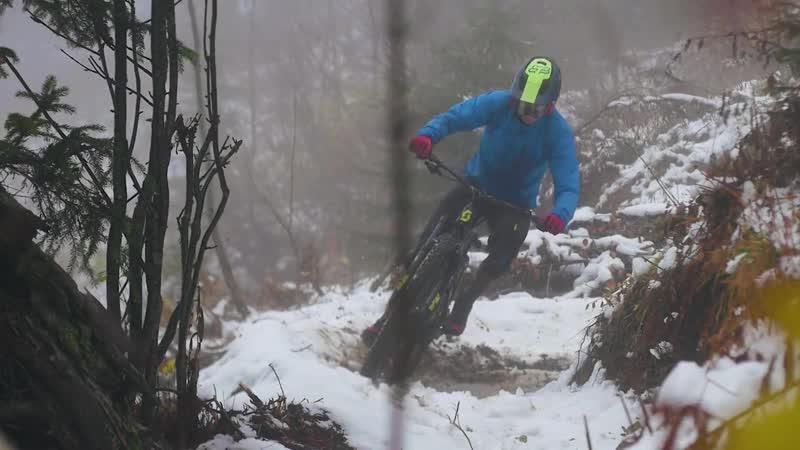 Video Defying Winter in La Clusaz , France