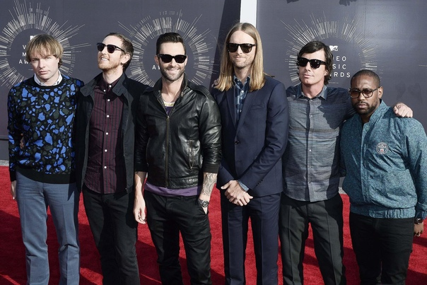 group Maroon 5. Maroon 5 (Мэру̀н Фа̀йв) - американская поп-рок-группа, образована в Лос-Анджелесе, Калифорния. История группы. «aras Flowers» и создание «Maroon 5» (1994-2001). Адама