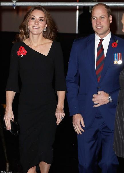 Королевская семья на фестивале памяти в Альберт-холле Вся королевская семья сегодня прибыла в Лондонский Альберт-холл: в его стенах проходит Королевский фестиваль памяти, посвященный погибшим в