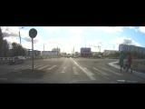 Пешеход и кирпичи.