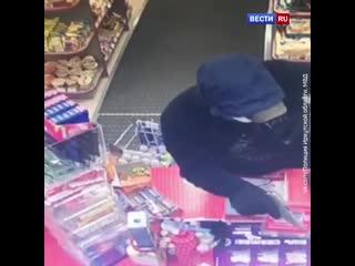 Похитили 3500 рублей: в Иркутске двое юношей совершили налет на заправку