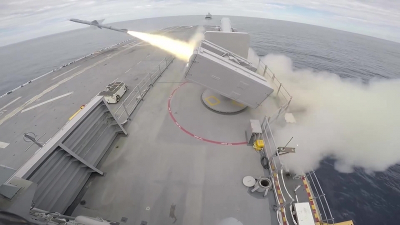 Запуск ракеты RIM 7P Sea Sparrow Морской воробей