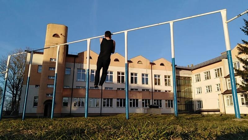Илья Судник Тренировка подтягиваний на одной руке