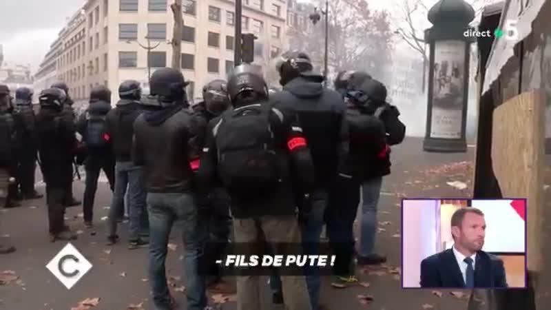 Des policiers qui injurient la France voilà la république française de Macron. Il faut sauver la France
