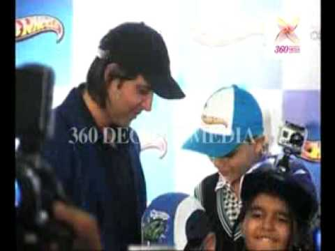 Hrithik Roshan gives autographs to children, at the unveiling of the Hot Wheels Thrill Machine