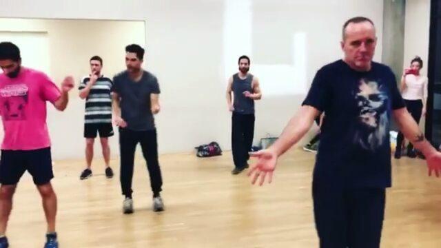 Iain De Caestecker Brasil on Instagram Saiu o vídeo só com os homens dançando Aproveitem 😉💃 iaindecaestecker jeffward clarkgregg jedwhedo