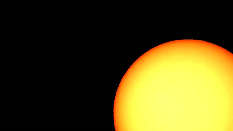 Улучшенное видео транзита МКС по диску Солнца. Убрана засветка.