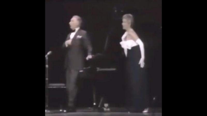 Певица напугала пианиста