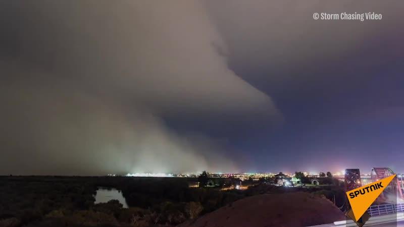 Завораживающие кадры пыльной бури в Аризоне (США)