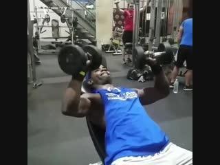 Strength of Body. Жим гантелей Уважение