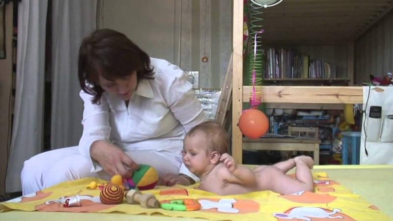 Воспитание ребенка до года. Занятия с ребенком. Игры до года. Как развивать младенца. Сенсомоторика.