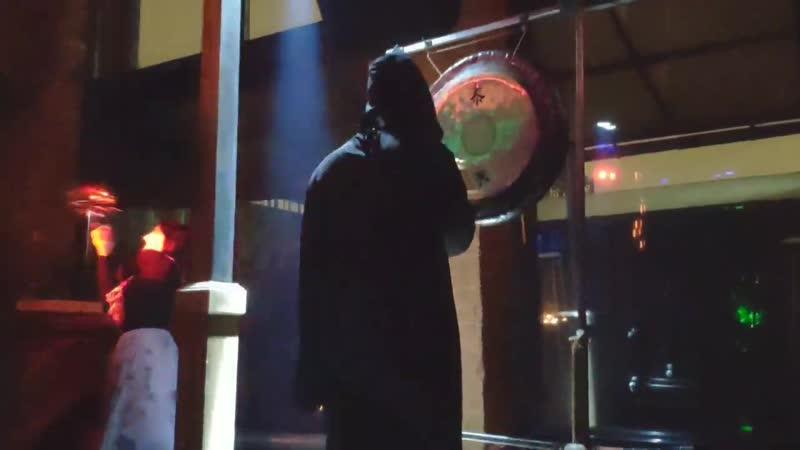 Музыкальный шоу перфоманс на корпоративе в клубе Fantomas