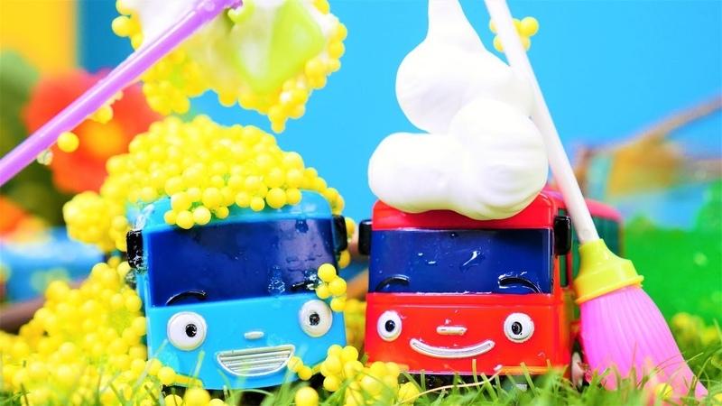 Otobüs Tayo ve arkadaşı civciv olup kirleniyorlar. Otobüs Tayo oyuncakları.