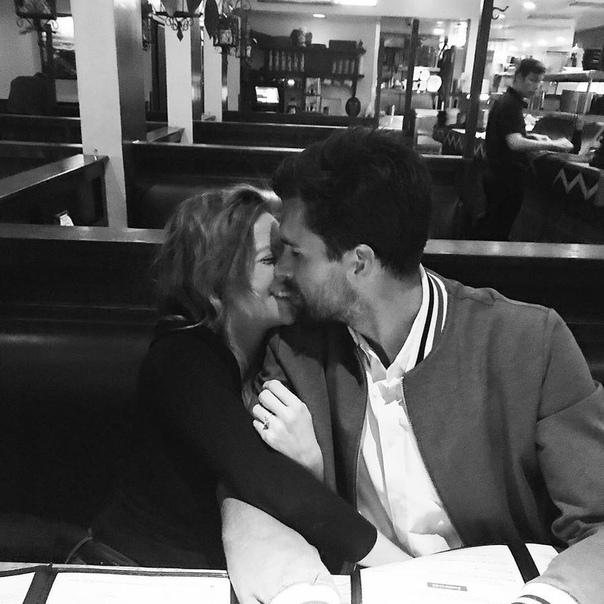 Звезда «Идеального голоса» Бриттани Сноу объявила о помолвке