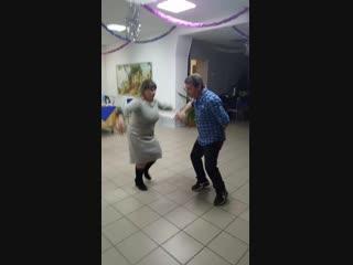 брачный танец обезьян