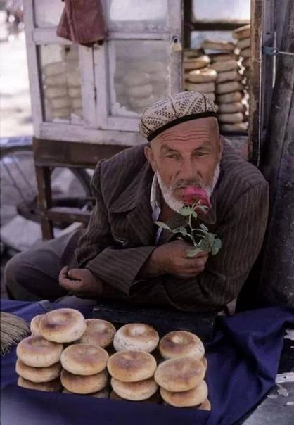 Продавец хлеба Фото: Хироджи Кубота, 1999