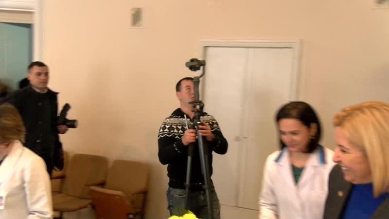 LIVE Башкан вручает сертификат на 50 тысяч леев молодому врачу специалисту из Чадыр Лунги