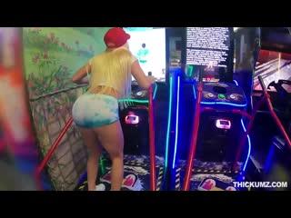 Порно зрелки с огромной жопой. sex анал трах задница попка сиськи куколд инцест домашнее русское hub мамка