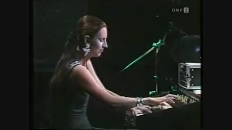 Barbara Dennerlein on Hammond B3 Organ - Very Hot Stuff