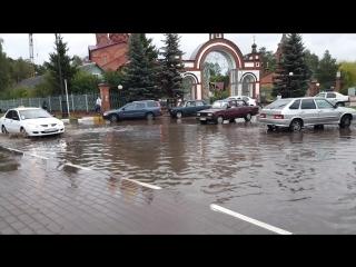 Как обычно после дождей около храма все плывет .Поселок Ильинский