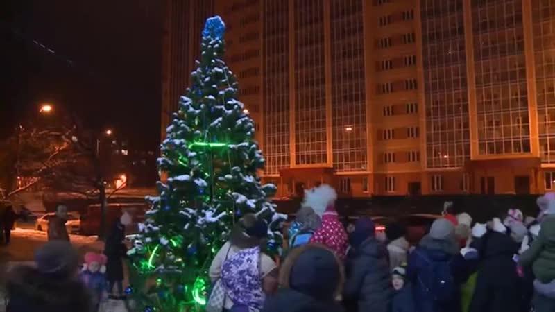 В нашем городе началась череда новогодних праздников. Один из таких состоялся на улице Ленина.