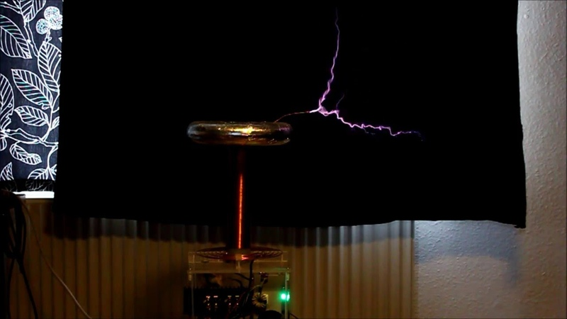 Musical MIDI Tesla coil Kaizer DRSSTC II playing Doom 1 Episode 1