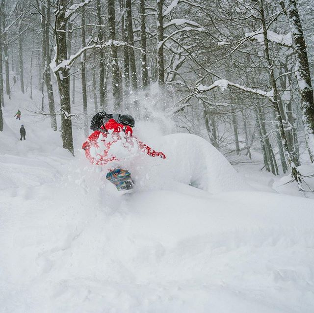 Александр Соколовский: Тот случай, когда тебе повезло, что тебя снимал kirillumrikhin ... Уникальный человек, Кир, спасибо за эти fire shots!! #snowboarding #сноуборд #quiksilver #rozakhutor #розахутор