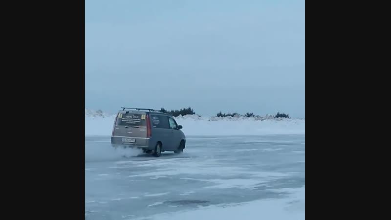 Занятия для опытных водителей на ледовом полигоне Автодрайвер154