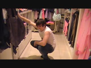 [6kea.com-at_the_mall_in_a_diaper_and_girl_clothes]1010210.480