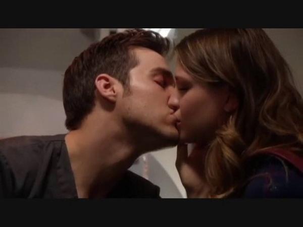 Melissa Benoist Chris Wood Screen Kiss Supergirl 2x08