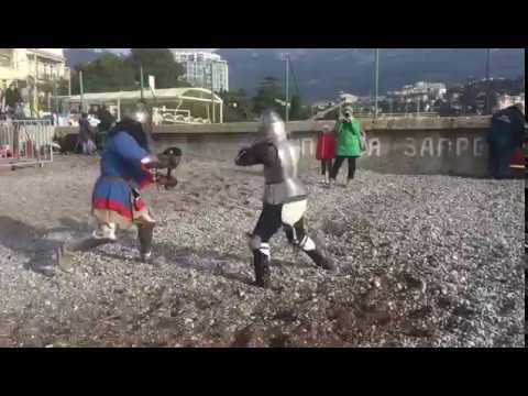 Рыцари на ялтинском пляже