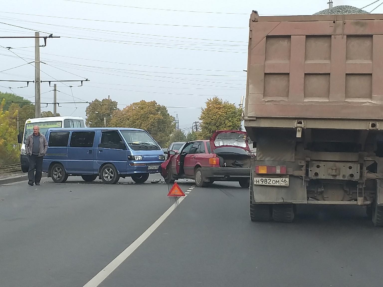 На ПЛК в столкновении двух иномарок пострадали оба водителя