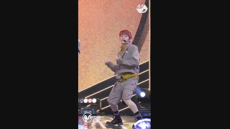 181115 Официальный фанкам с фокусом на Феликса с выступления с песней Get Cool на M!Countdown