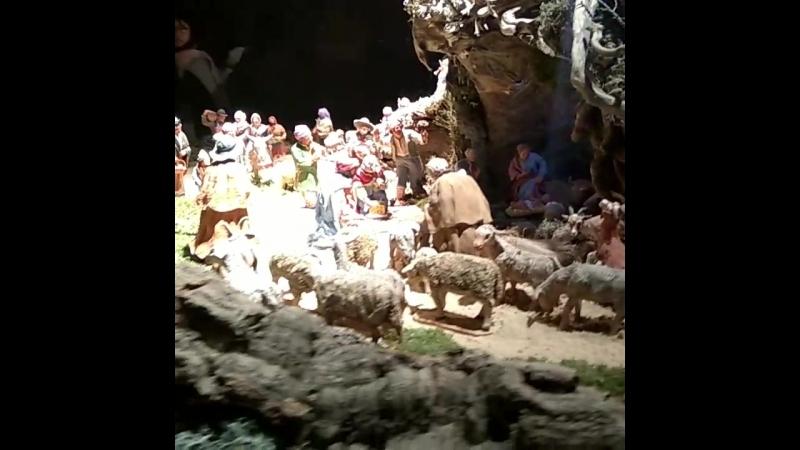 Нотр-Дам день Пари, жизнь Иисуса Христа представленная в храме