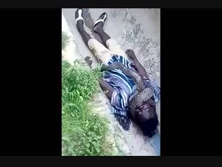 В Гане мужик выступал с удавом перед публикой. Когда удаву выступать надоело, он задушил мужика.