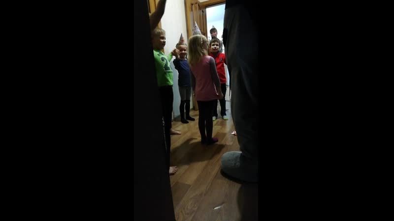 27.02.19 Ребята веселятся с Мишкой Тедди 😍😍😍