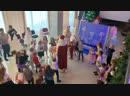 Дед Мороз танцует с ребятами