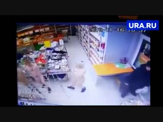 На Ямале молодежь отправилась в магазин голышом при -20'