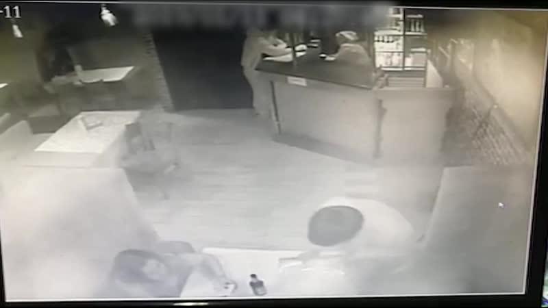 Кража телефона в баре Приют Бодливой козы.Якутск