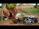 Lindas Garotas Cozinham Peixe Com Manjericão Quente Cozimento De Garotas Khmer