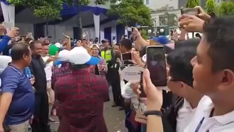 Sorry, Sorry dance by Indonesian Finance Minister Sri Mulyani