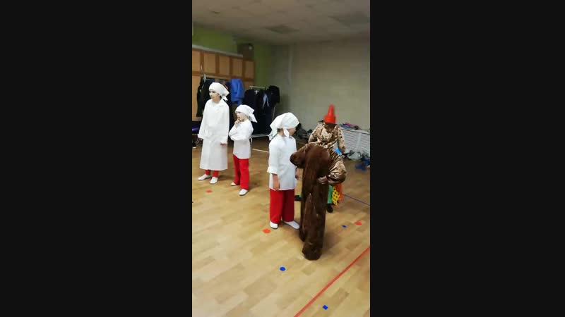 Подготовка к показу Незнайки в детском саду