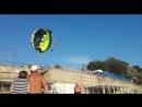 На центральном пляже в Джубге парня и девушку ударило током во время катания на парашюте. Ветром пару снесло сначала на высоково