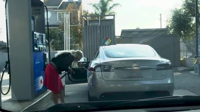 How the hell do I put gas in this TESLA? 